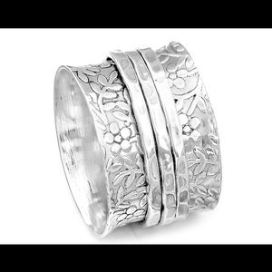 Jewelry - Daisy/floral sterling spin ring
